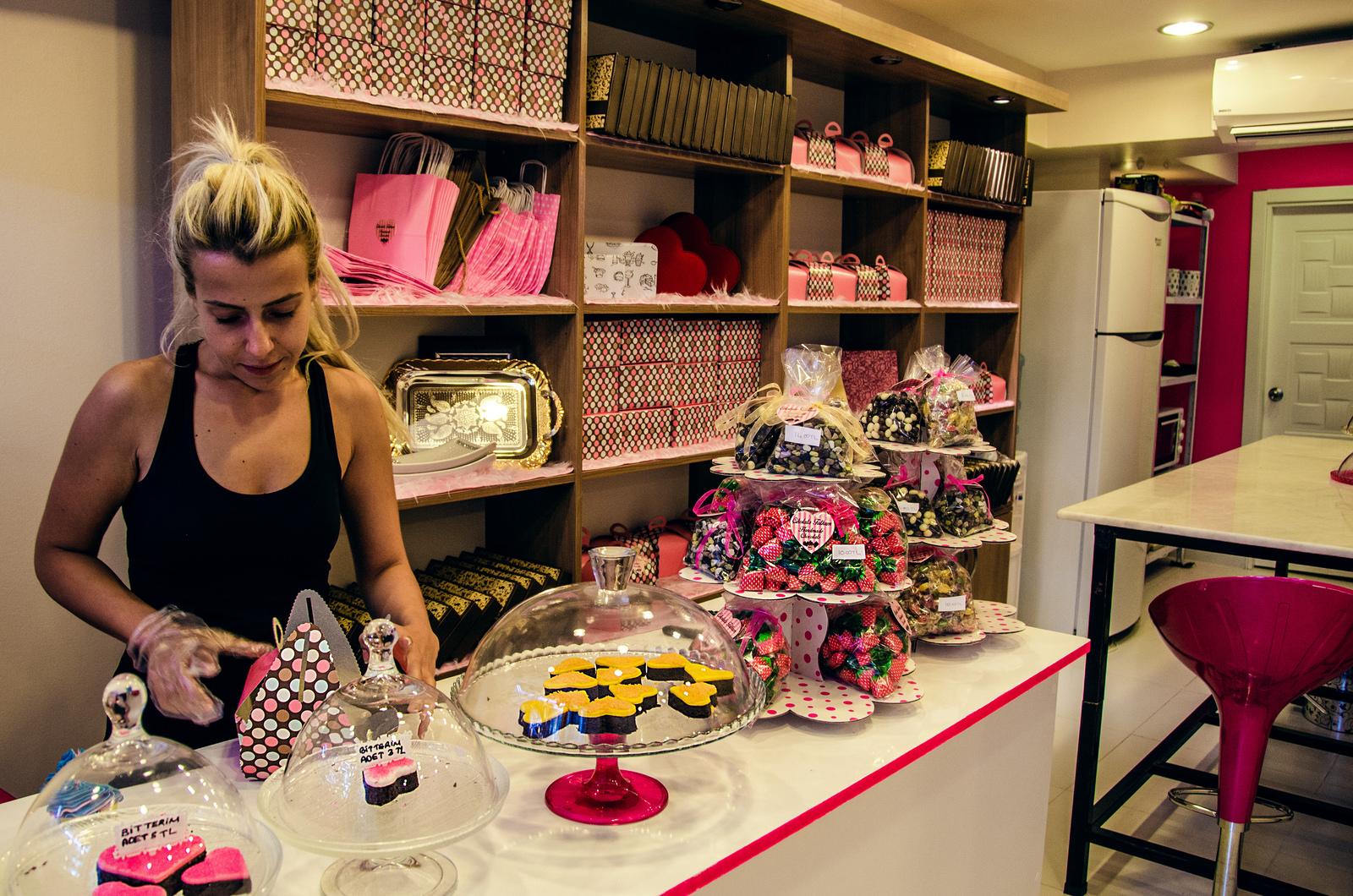 A photo of Ebru Turan assembling a bakery order.