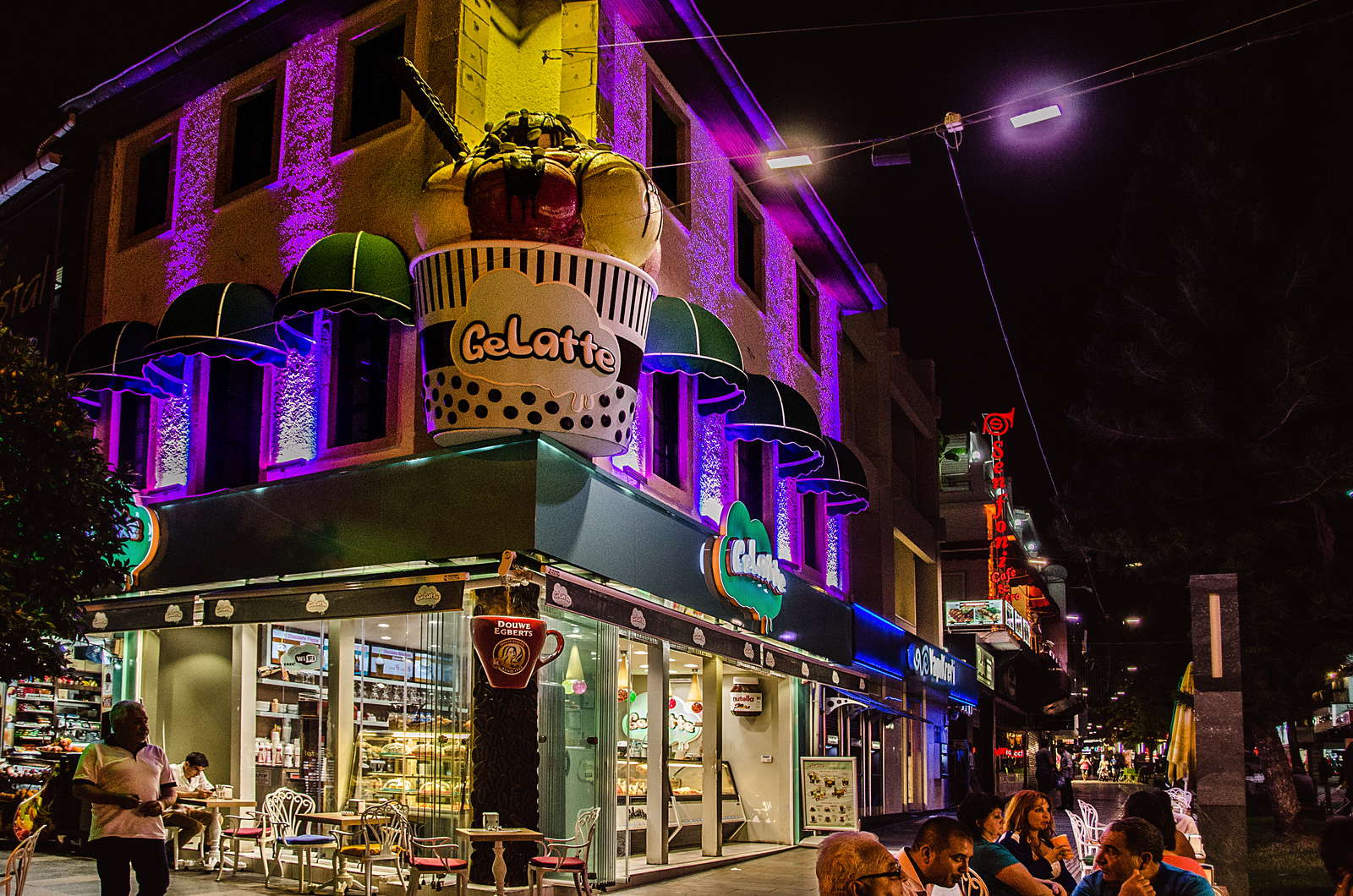 A photo of the GeLatte building at night